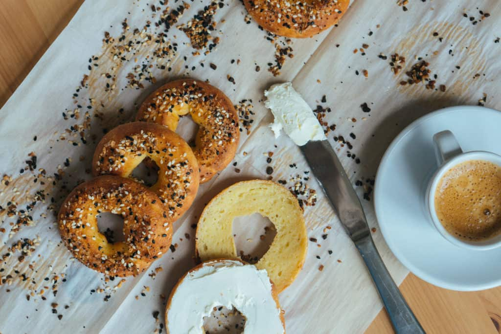 keto bagels with cream cheese