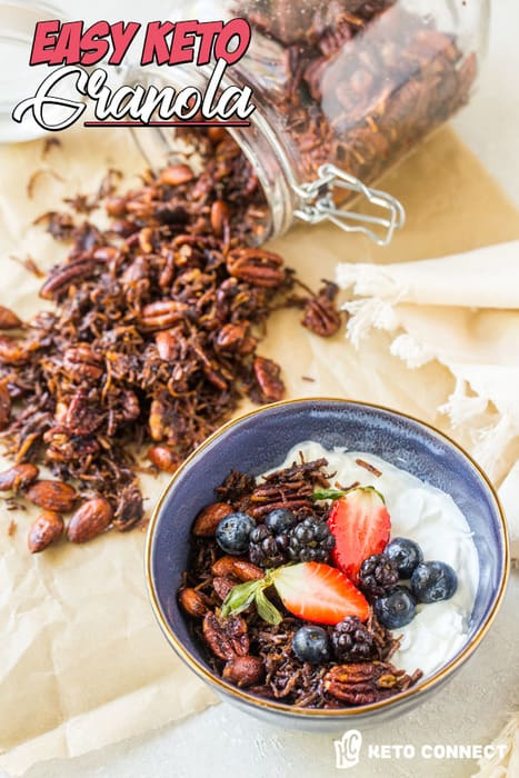 Questo croccante Keto Granola è lo scambio perfetto, salutare, a basso contenuto di carboidrati per granola e cereali tradizionali acquistati in negozio che soddisferanno tutte le tue voglie!