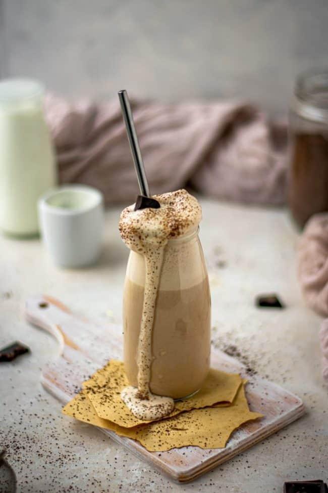 tiramisu shake with chocolate and coffee