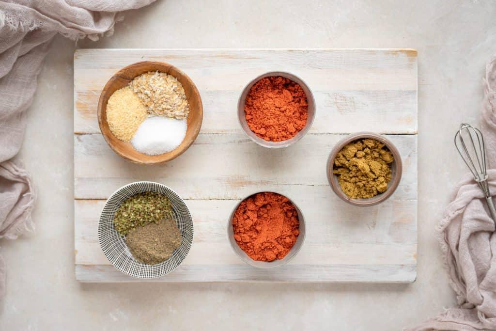 Ingredients to make keto taco seasoning