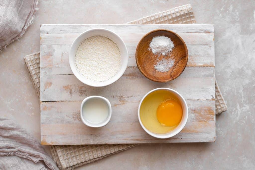 Ingredients to make protein pancakes
