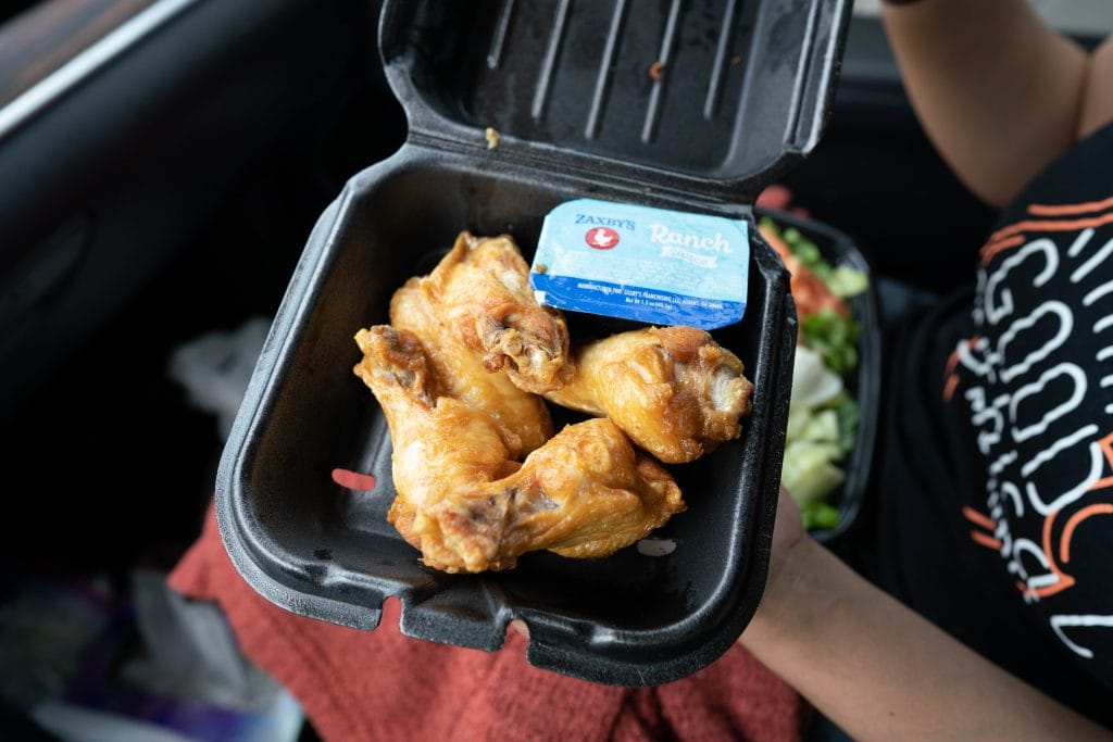 traditional chicken wings from zaxbys with ranch dressing